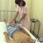 【看護婦あるある】お風呂に入れない入院患者の身体を拭いてあげてたら勃起したんだけど・・・・どうしよう><