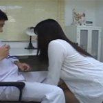 JK「先生ナニコレ?」先生「ほ、保健の授業で使うんだよ!(大嘘)」生徒にペニバンを発見された先生、女生徒にケツ穴犯される