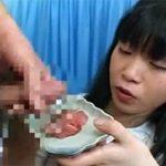 【食ザー】中の下なビジュアルレベルの女性、死んだ目をしてザーメンぶっ掛けられた刺身を食べる・・・