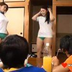 【だらしなエロい】「お尻ばっかりじろじろ見ないでよ!」ムチムチ女子2人が目の前でブルマに着替え始めたwwwww