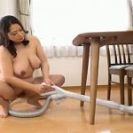 【裸族】だらしねぇ身体なのに全裸で家事をする熟女・・・漂う母ちゃん感w