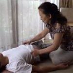 【風俗嬢の終着駅】鶯谷の熟女デリヘルで働いてそうなエロいババアと自宅で生セックス!