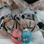 【Re:ゼロから始める異世界生活】リゼロの人気双子レム・ラムのコスプレ3P!これは原作ファンには堪らんシチュですわぁ・・・