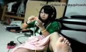 【ニコ生】視聴者の要望の通りに足裏を見せてくれる美少女