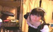 【ニコ生】伝説の動画!人気の女DJ生主が生放送中に乳首ポロって大慌てwwwwwwwww