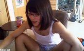 【ニコ生】先日も紹介したエロいメガネっ娘がエロい部屋着で逆立ち腕立て伏せ等をする様子!