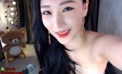 【ライブチャット】若干垂れ気味な巨乳がむしろそそる韓国のセクシーチャットレディー