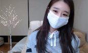 【韓国ライブチャット動画】パーカーにスパッツ姿のスポーティーな女の子によるエロ配信