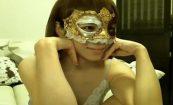 【ライブチャットエロ動画】素人乱交AVで良く使われているマスクを着用した女の子
