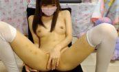 【ライブチャット】スレンダーで美乳な女の子が全裸になってエロ配信!