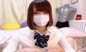 【ライブチャットエロ動画】なんか目が死んでる女の子が制服姿で股間いじり配信!
