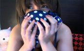 【ライブチャットエロ動画】デニムのベストを着た女の子のエロ配信