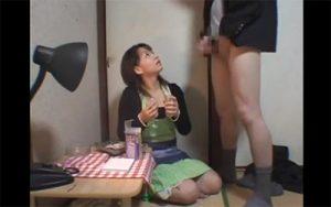 【エロ動画】万引きで捕まった男子学生が必死に取り繕うもドS店主に手コキでイカされる!!