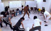 【マジキチ動画】WAになってストレッチする男女たちの中心でセックスする男女