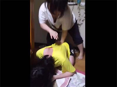 【ニコ生】閲覧微注意 妹から暴行を受ける女生主の様子を撮影した動画・・・?