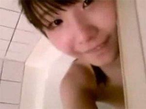 【ニコ生】本当にそこらへんを歩いていそうな女の子による全裸お風呂配信