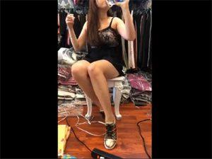 【生放送】洋服通販サイトのお姉さん、パンモロしつつ一生懸命プロモーションwwww