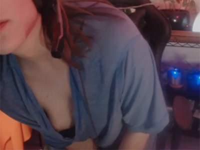 【Twitch】ノーブラだるんだるんTシャツで放送してた女性ゲーム実況者、乳首を晒してしまうwwww