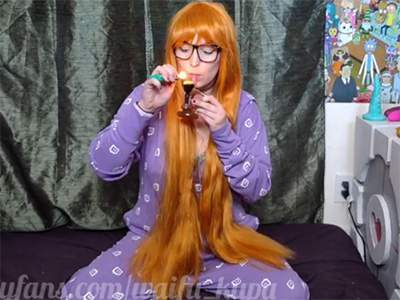 【Twitch】P5の佐倉双葉コスした女の子が水タバコ吸いながらおっぱい見せる!